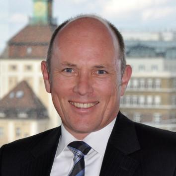 Dr. Oliver Wilbert