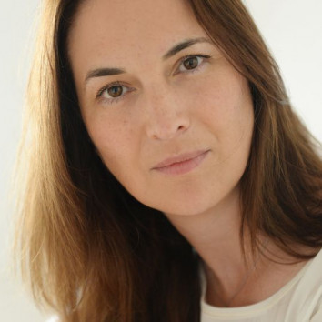 Dr. Nicole Strueber