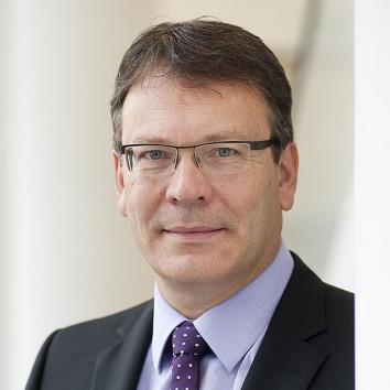 Dr. Alfred Petri
