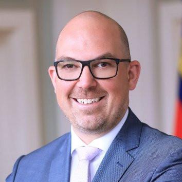 Dr. Daniel Risch