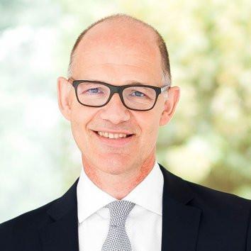 Dr. Traugott Ullrich